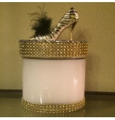 16 oz Candle Gold Stiletto with Black Feather